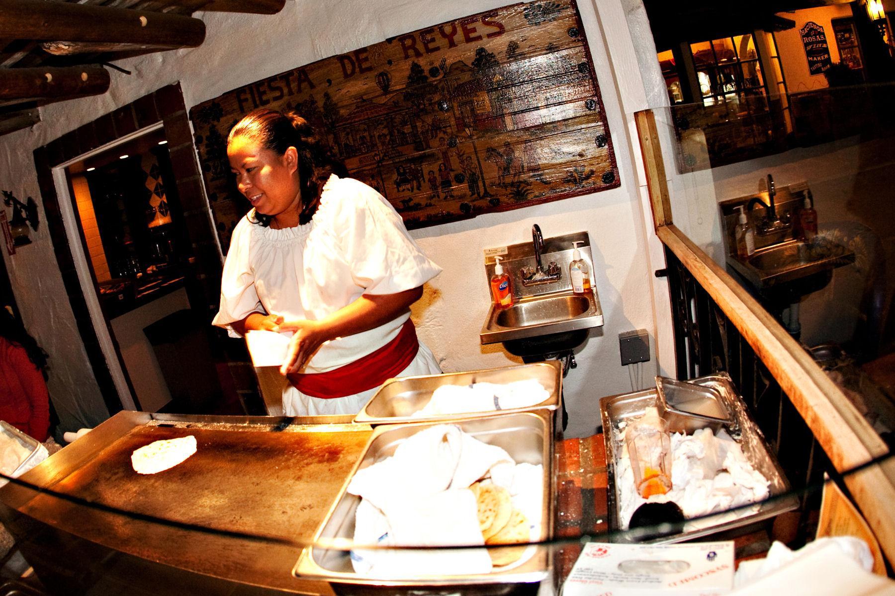 Fiesta de Reyes Tortilla Maker